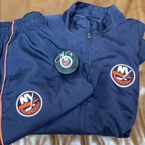 NY Islanders coaches suit and signed Tavares puck